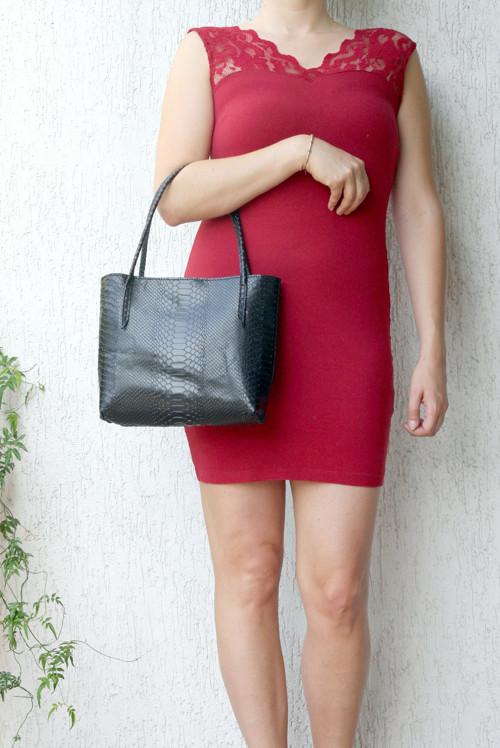 Černá lesklá kroko - ručně šitá kožená kabelka