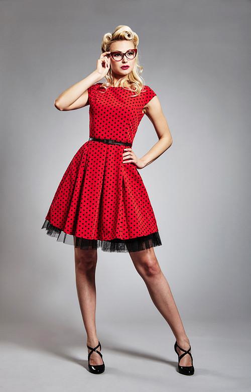 červené retro šaty s černým puntíkem aee9c12057a