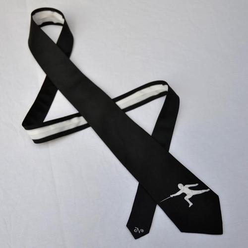 Černá kravata s šermířem - úzká