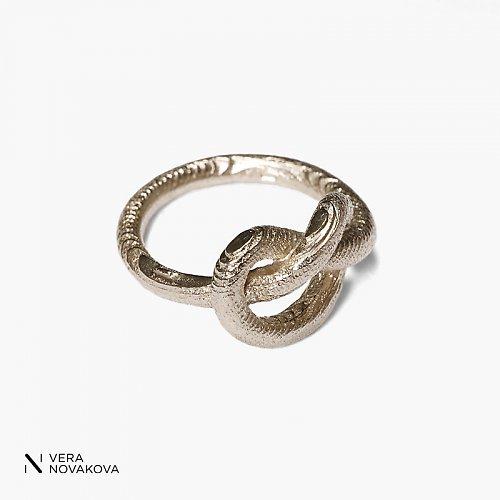 Prsten Uzel - bílé zlato
