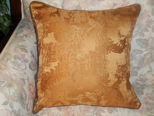 Krásný ozdobný polštář 40×40 cm