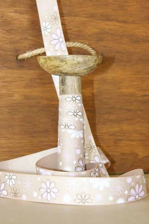 Stuha 25mm, květy na bílé kávě