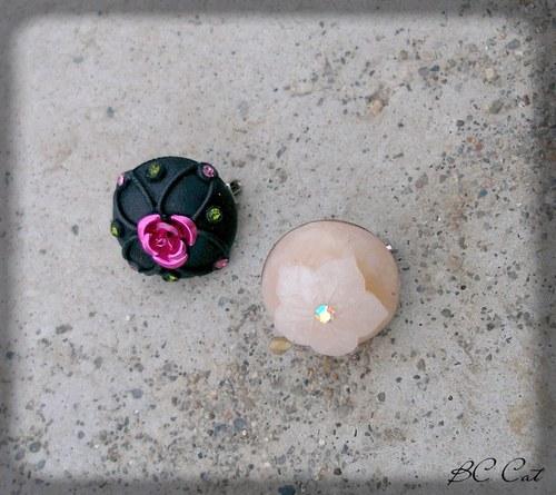 Rozkvetlá růže - brož