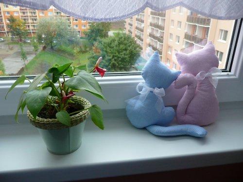 Na okně seděly kočky ....