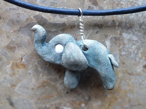Keramický šperk-slon