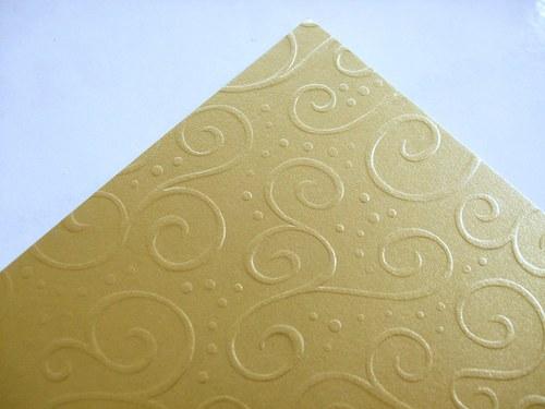 Karton s reliéfem - zlatý