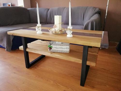 Dubový stůl s epoxidovou pryskyřicí
