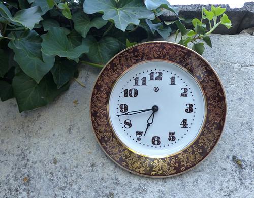 Detaily zlatavé... porcelánové hodiny