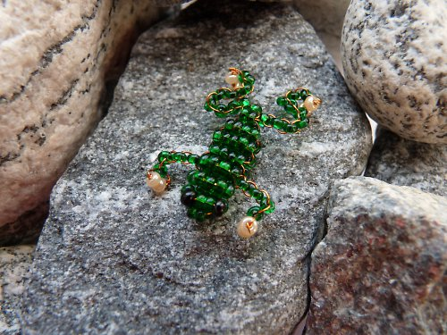 Žabka tmavě zelená