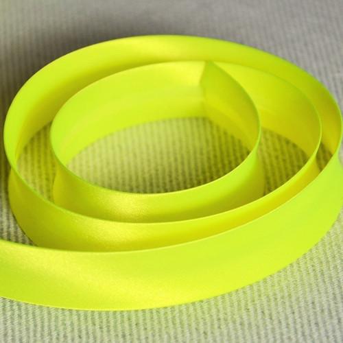 Šikmý proužek zažehlený fluorescentní žlutý 18 mm