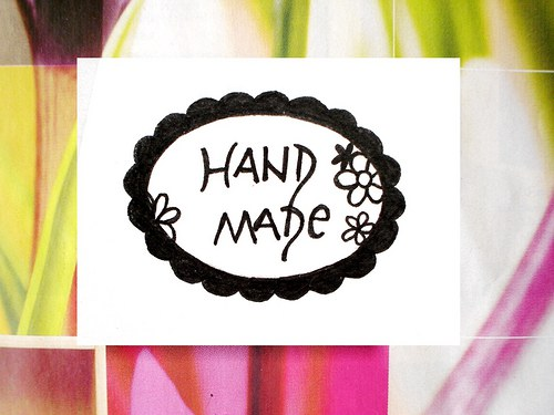 Hand made oválek s květy... Omyvatelné.