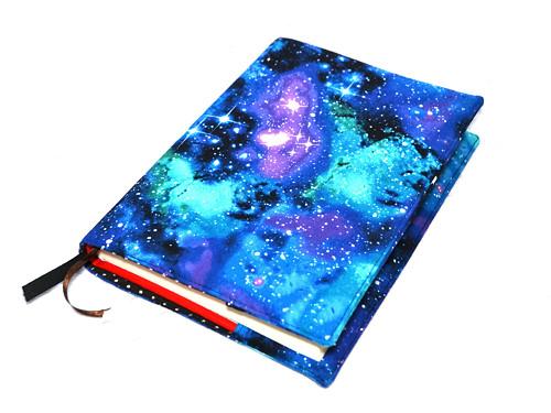 obal na knihu vesmír