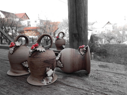 Zvoneček kulatý s cesmínou