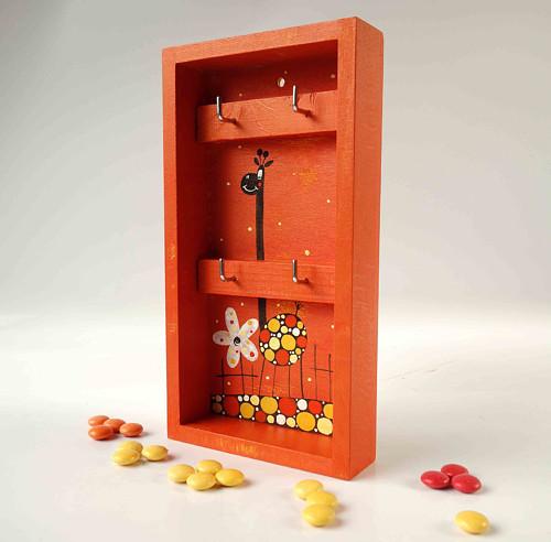 věšák na klíče s alarmem - oranžový s žirafou
