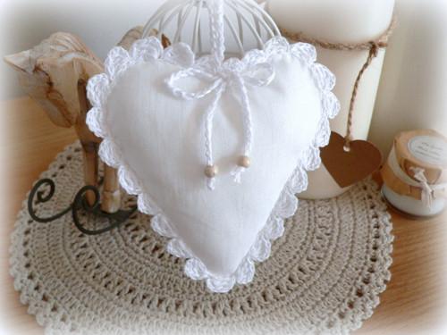Srdíčko bílé