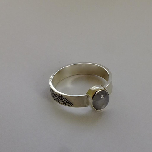 Prsten s asterickým safírem