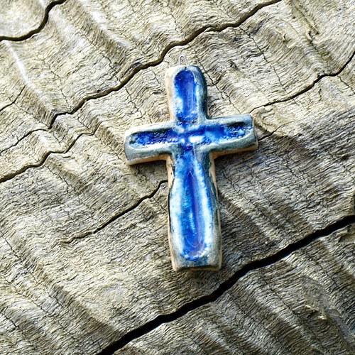 Křížek v modré