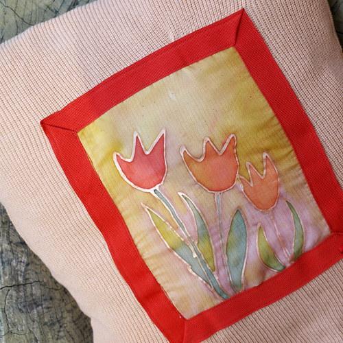 Polštářek s tulipány