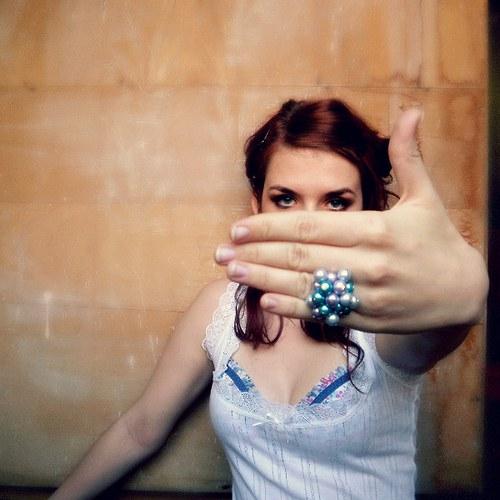 modro fialový prsten