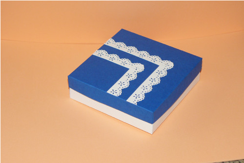 Modrobílá krabička s papírovou krajkou - čtverec