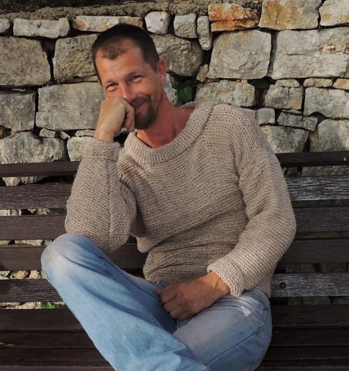 Ručně pletený kašmírový svetr unisex