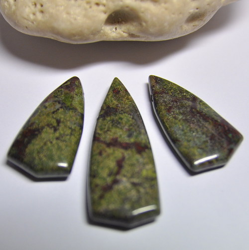 Dragon Blood Jasper 28x15 mm / krajní