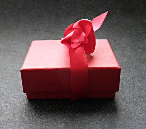 Krabička  červená se zavazovací mašlí - 1ks