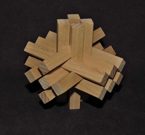 Trojrozměrný kříž, hvězda, dřevěný hlavolam