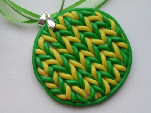 Zelenožluté pletené kolečko