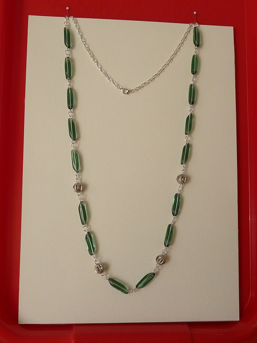 Tmavě zelený náhrdelník