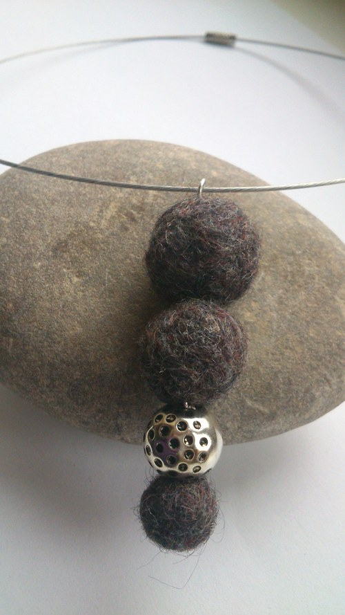 Plstěný náhrdelník