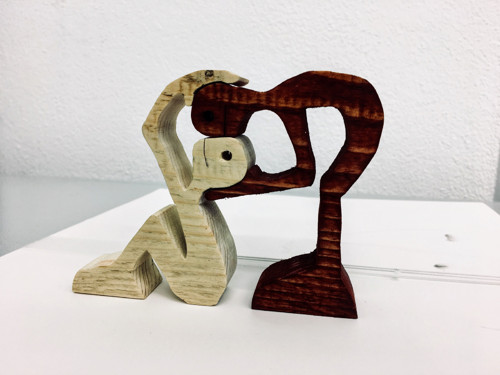 Zaľúbené drevené postavičky