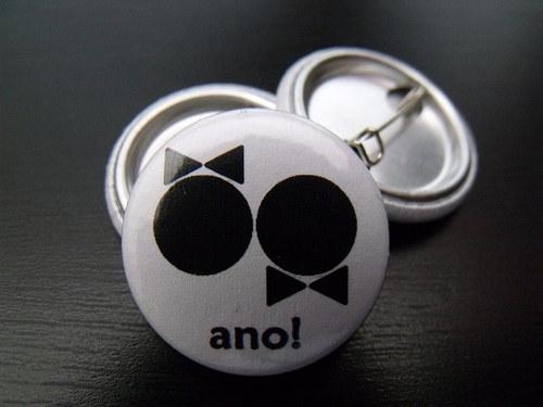 """Button svatební \""""Ano!\"""" (bílý, 25 mm)"""
