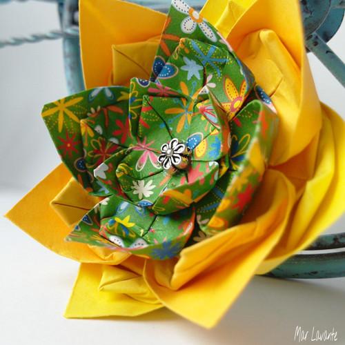Origami květ brož dva odstíny žluté a květinky