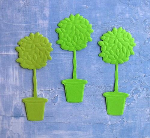 Tři stromky v květináčích
