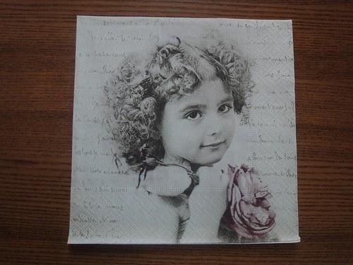 Ubrousek na decoupage - děvčátko s květinou, psaní