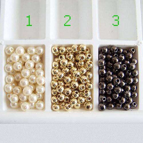 perly - plastové korálky/ antracit č.3/ 4mm/ 30ks