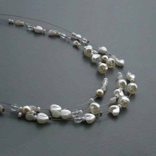 Bílý perličkový třířadý náhrdelník - srdce - delší
