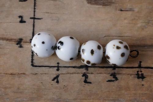porcelánové korálky 4 ks 9 mm D1466