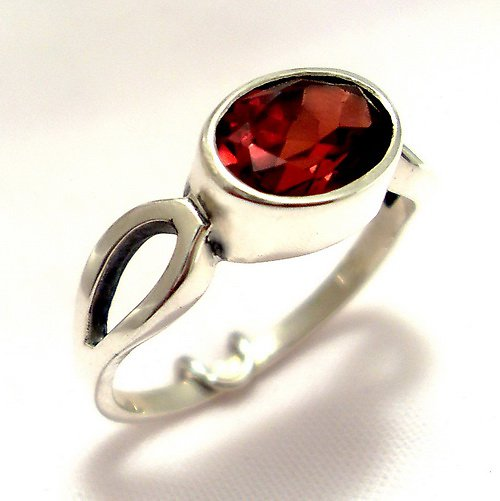 Prsten «Osmička» - stříbro 925, přírodní granát