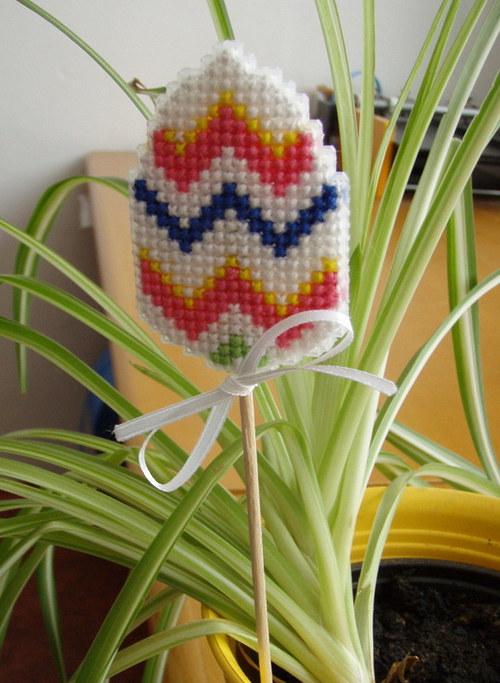 Vyšívaný zápich do květináče - velikonoční vajíčko