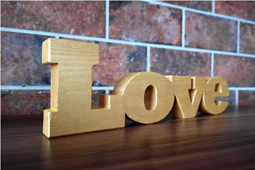 LOVE_nápis ze dřeva_gold