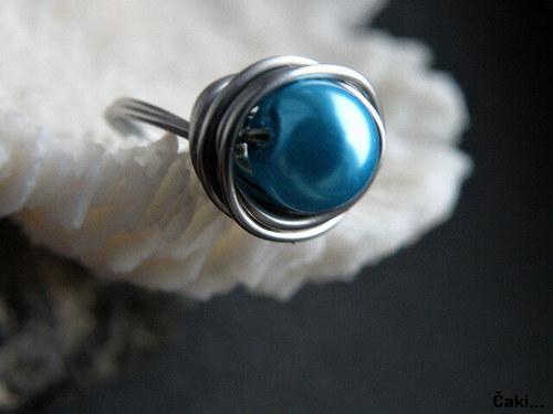 Světle modrá perlička...