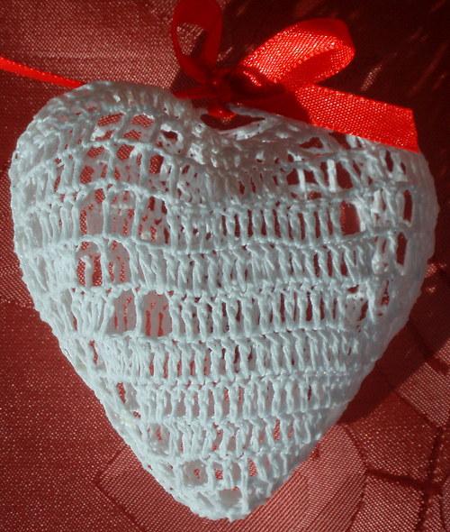 Bílé trojrozměrné srdce menší