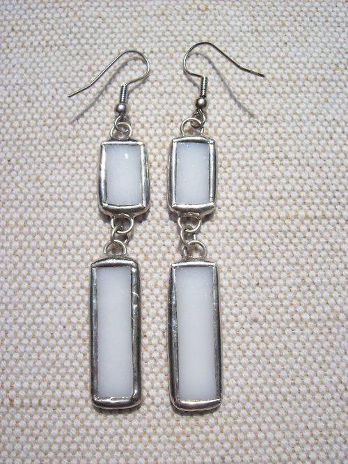 bílé náušnice s perletí dvoudílné