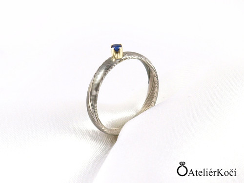 Zásnubní prsten Poseidón se zlatem a safírem