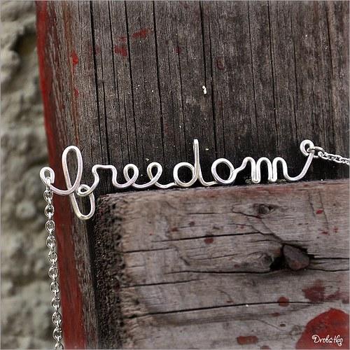 """Náhrdelník s menom / řetízek se jménem \""""freedom\"""""""
