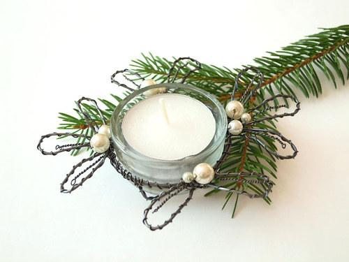 Jmelí svícínek s bílými perličkami