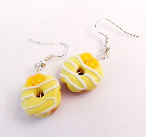 Donutky s citronovou polevou a pomerančem