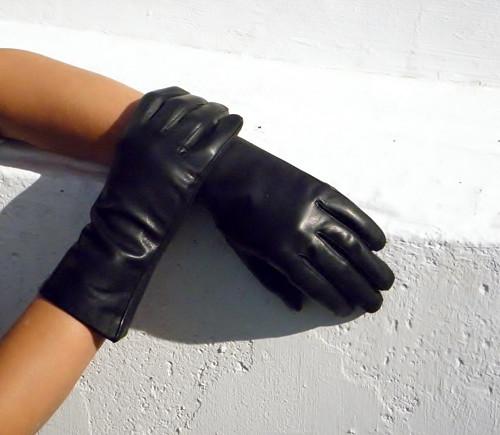 Černé dámské kožené rukavice s hedvábnou podšívkou